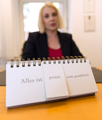 Orakelblock in der Kanzlei der Rechtsanwältin Alexandra Braun aus Hamburg. Foto: Regine Christiansen